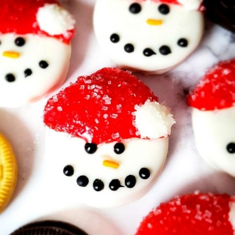These Snowmen Oreos Cookies are so fun and easy to make! Great for cookie parties, cookie platters, nights with the kids and great to leave out for Santa!
