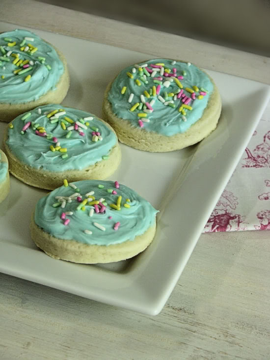 Soft Frosted Sugar Cookies – Lofthouse Style