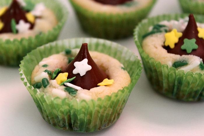 Mini Kiss Cupcake Cookies BigBearsWife.com @bigbearswife