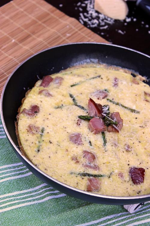 Asparagus & Ham Frittata from BigBearsWife.com