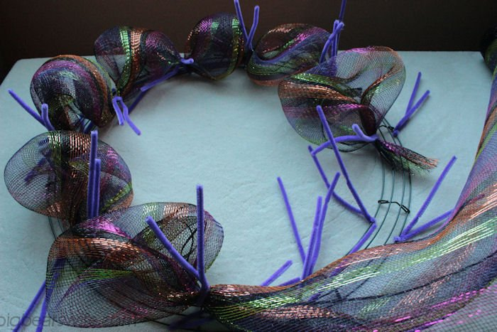 Halloween Deco Mesh Wreath Tutorial | BigBearsWife.com