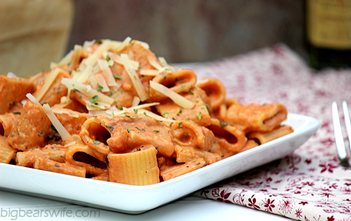 Creamy Tomato Parmesan Mezzi Rigatoni | BigBearsWife.com