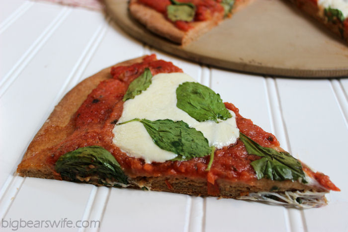 Homemade Spinach and Mozzarella Pizza #OurOctoberChallenge | BigBearsWife.com