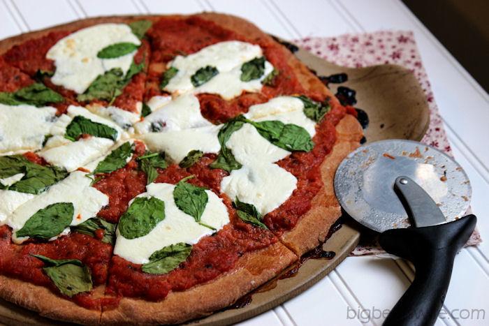 Homemade Spinach and Mozzarella Pizza #OurOctoberChallenge | BigBearsWife.com