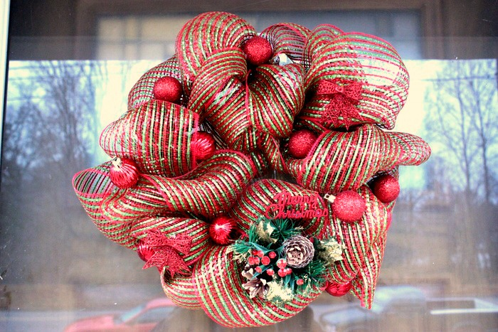 Mini Christmas Deco Mesh Wreath Tutorial - Big Bear's Wife