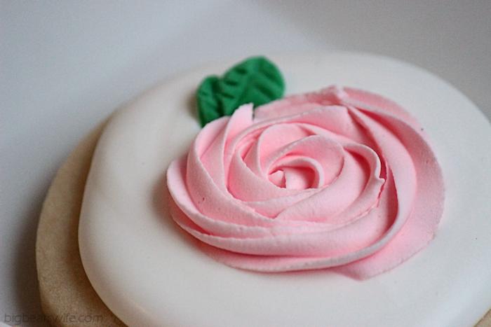 Pink Rose Sugar Cookies | BigBearsWife.com
