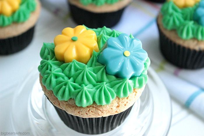 Vanilla Almond Chocolate Chip Cupcakes | BigBearsWife.com #LoveMySilk