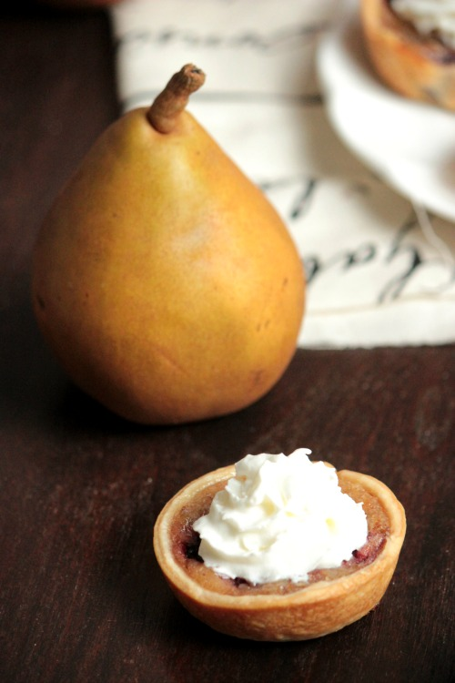 Mini Pear and Blackberry Pies wit Cool Whip #loveNZfruit