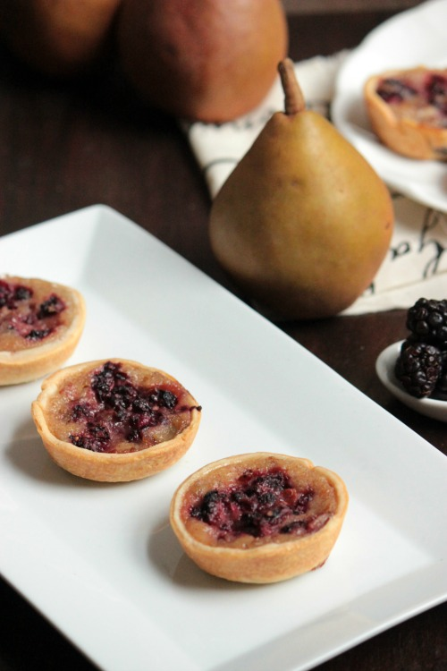 Mini Pear and Blackberry Pies #loveNZfruit
