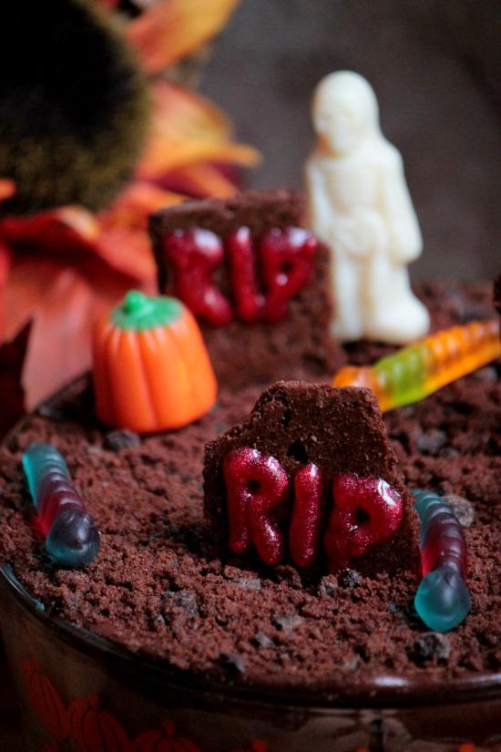 Brownie Brittle™ Graveyard Eclair