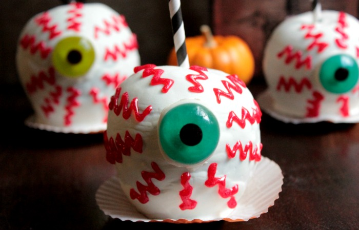 Spooky Chocolate Caramel Apple EyeBalls