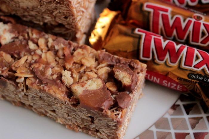 Homemade Twix Granola Bars
