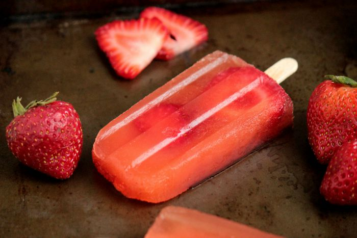 Strawberry Sweet Tea Popsicles
