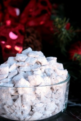 white chocolate peppermint puppy chow 12bloggers - Christmas Puppy Chow