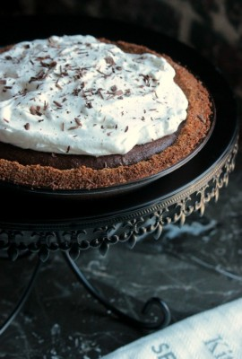 S'more Chocolate Marshmallow Pie