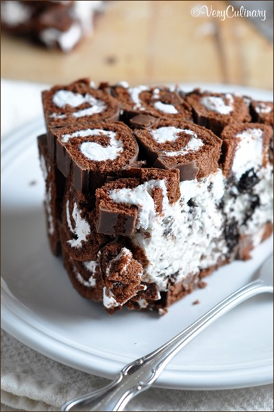 No-Bake Cookies and Cream Swiss Roll Cake by Belly Full