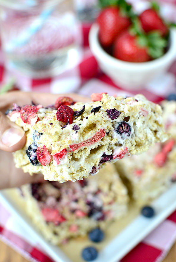 Strawberry Blueberry Vanilla Chex Bars #glutenfree | iowagirleats.com