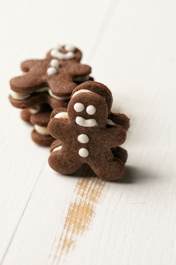 Mini Chocolate Gingerbread Sandwich Cookies 01