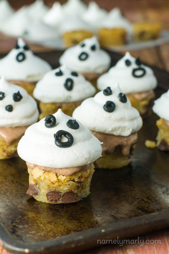 Vegan Meringue Ghosts Blondie Bites make such a fun and delicious way to celebrate the Halloween holidays with friends, family, and kids!
