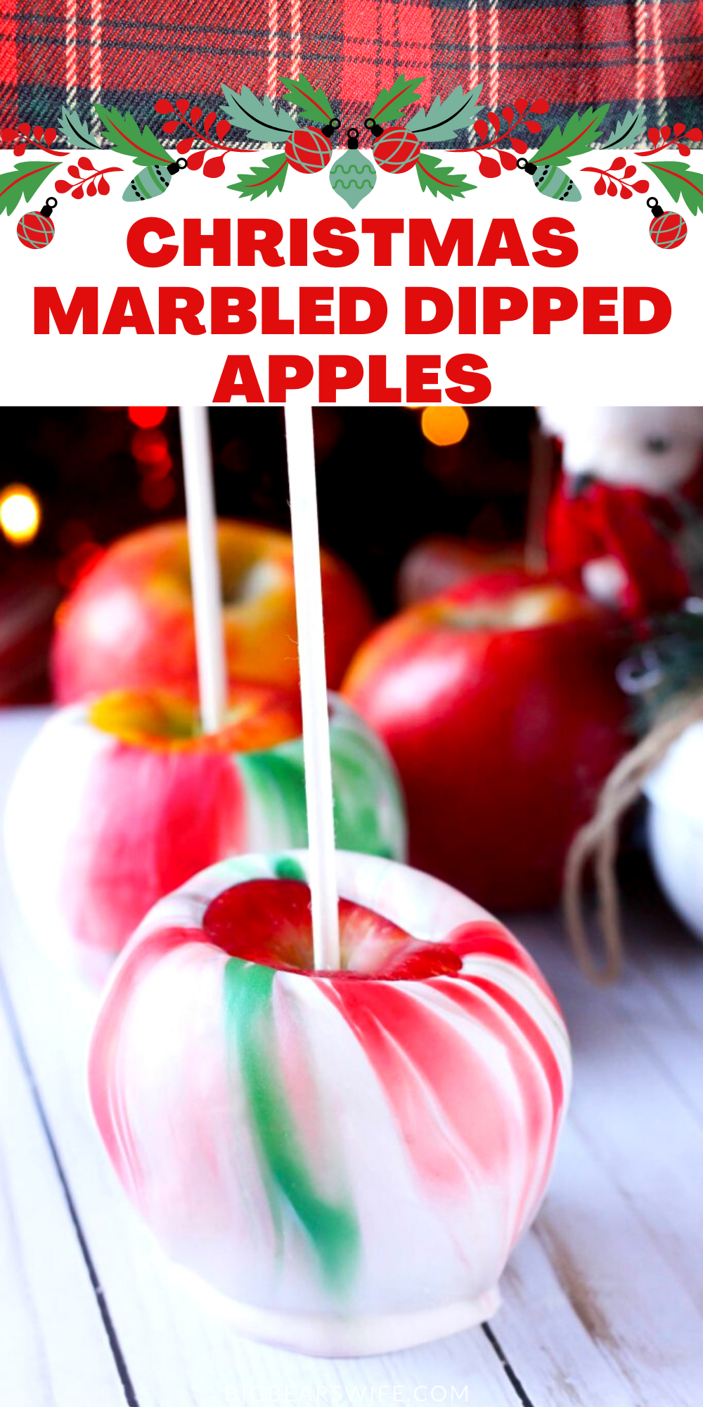 Christmas Marbled Dipped Apples - Want to spruce up a gift card as a gift? Want to make Christmas themed treats for your party? These Christmas Marbled Dipped Apples are the answer!! via @bigbearswife