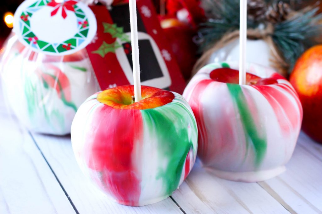 Christmas Marbled Dipped Apples - Want to spruce up a gift card as a gift Want to make Christmas themed treats for your party These Christmas Marbled Dipped Apples are the answer!