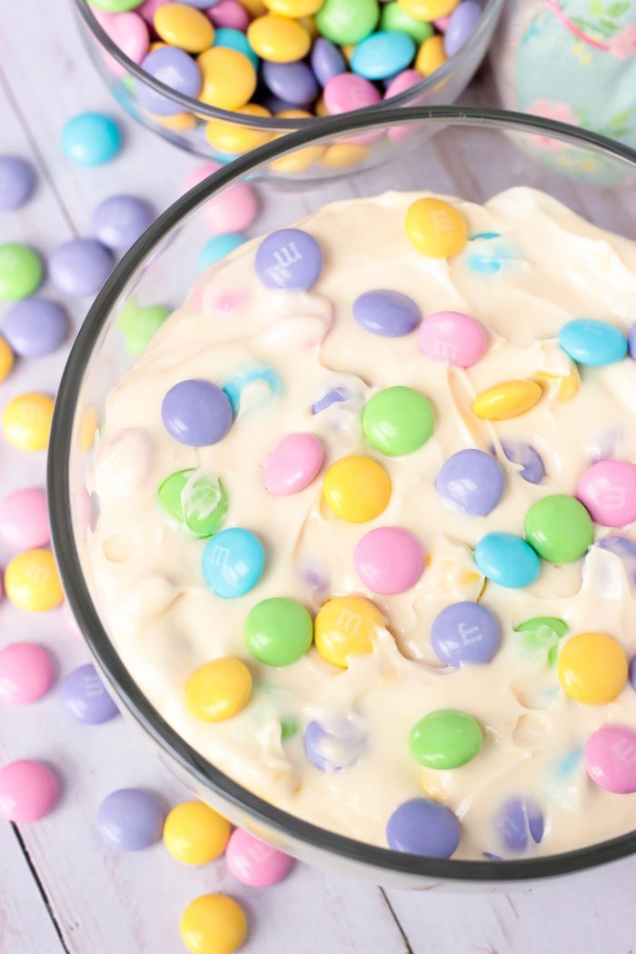 M&M Marshmallow Cheesecake Apple Dip