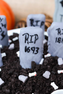 Graveyard Cookies and Cream Dip