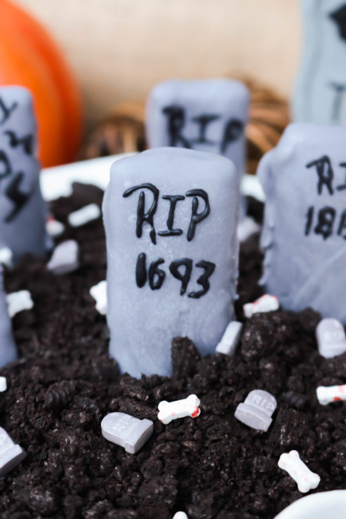 Graveyard Cookies and Cream Dip