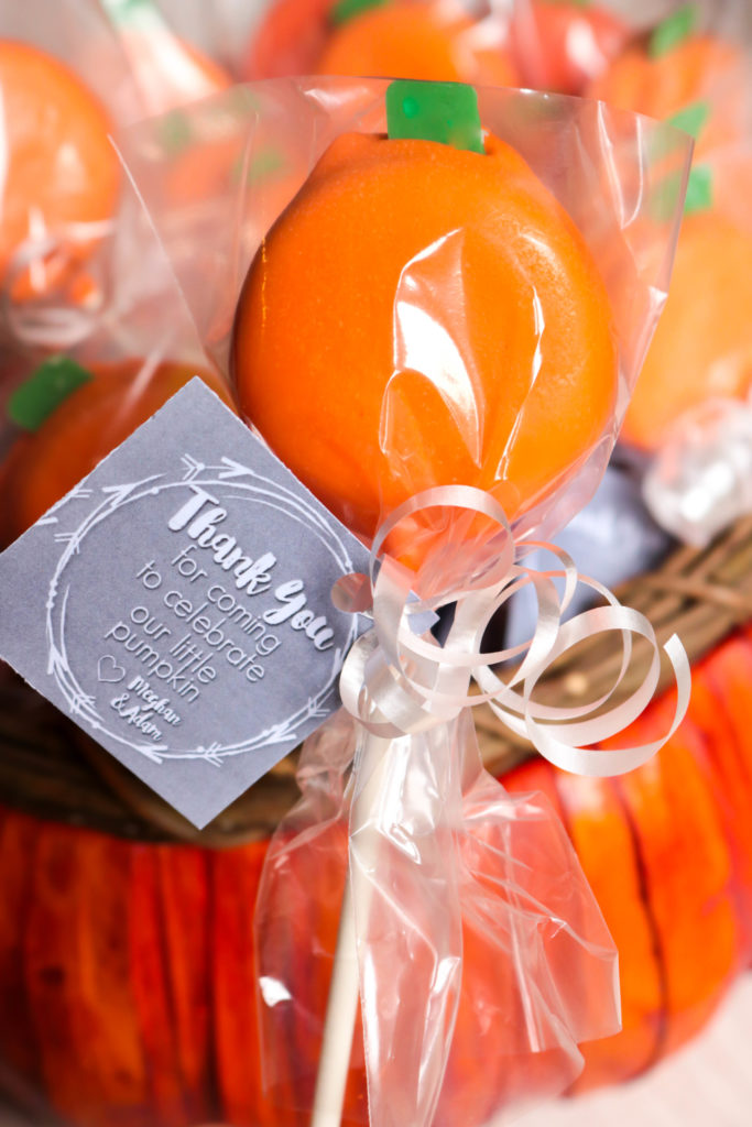Pumpkin Oreo Pops - These little Pumpkin Oreo Pops are perfect for a Halloween party, Fall festival or as a pumpkin baby shower favor!