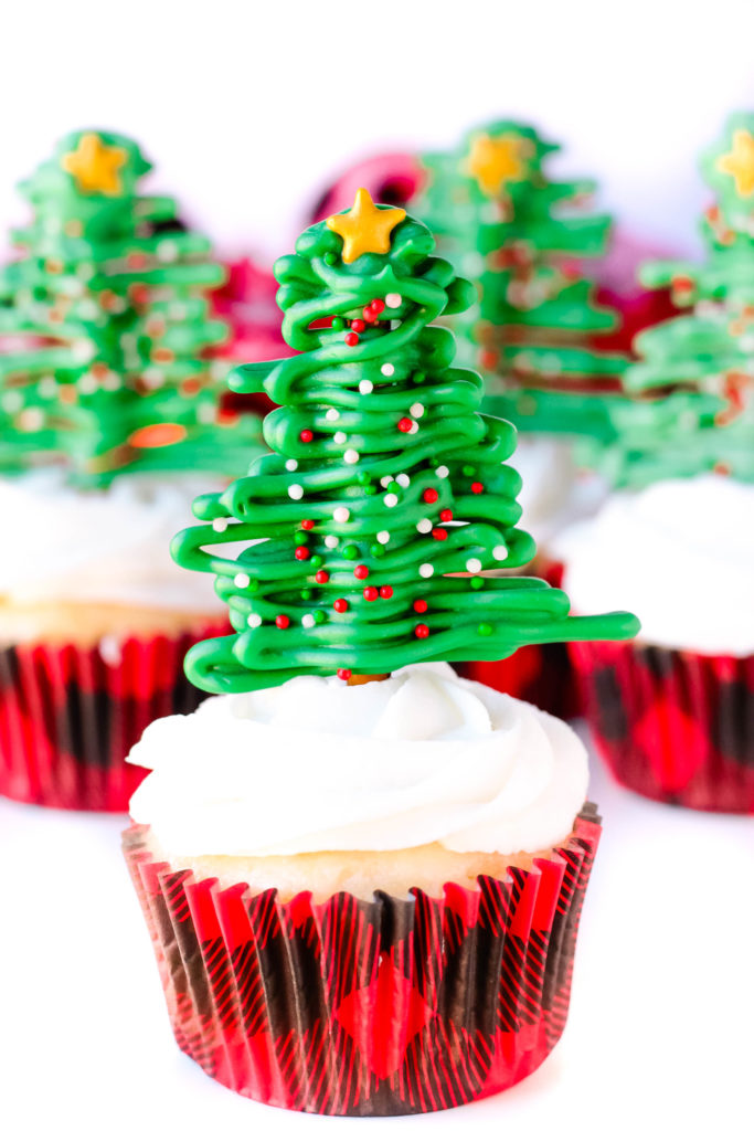 Pretzel Christmas Tree Cupcakes - It's a sweet and salty Christmas treat that everyone will love. These Pretzel Christmas Tree Cupcakes are fun to make and fun to eat!