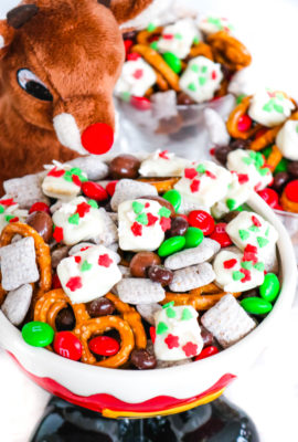 Reindeer Food Snack Mix
