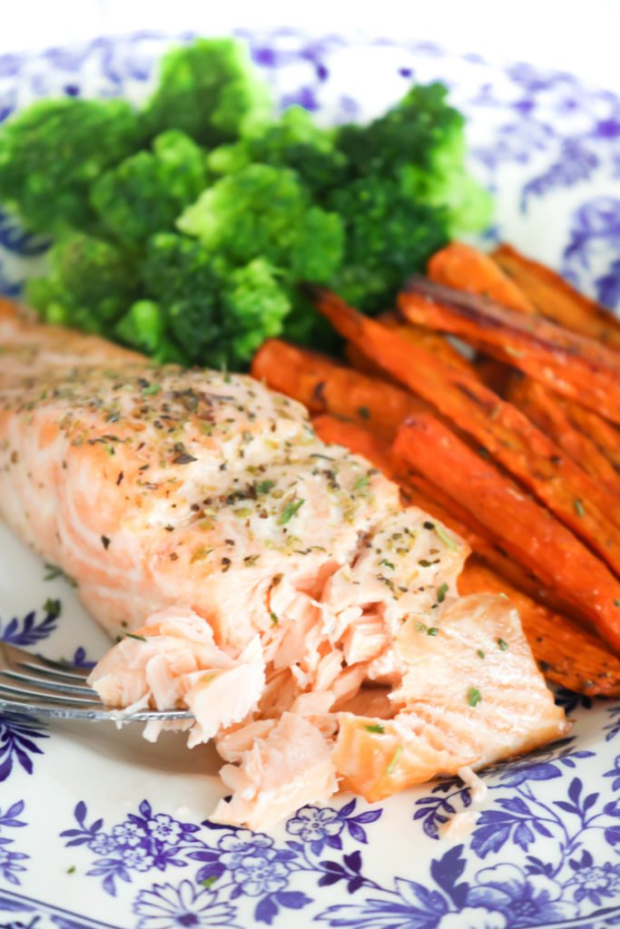 Oven Baked Salmon and Roasted Carrot Sheet Pan Meal - Oven Baked Salmon may be one the easiest meals to make during the week plus the main dish and side dish cooks together!. This recipe is great for a weeknight dinner and it is perfect for meal prepping on Sundays!