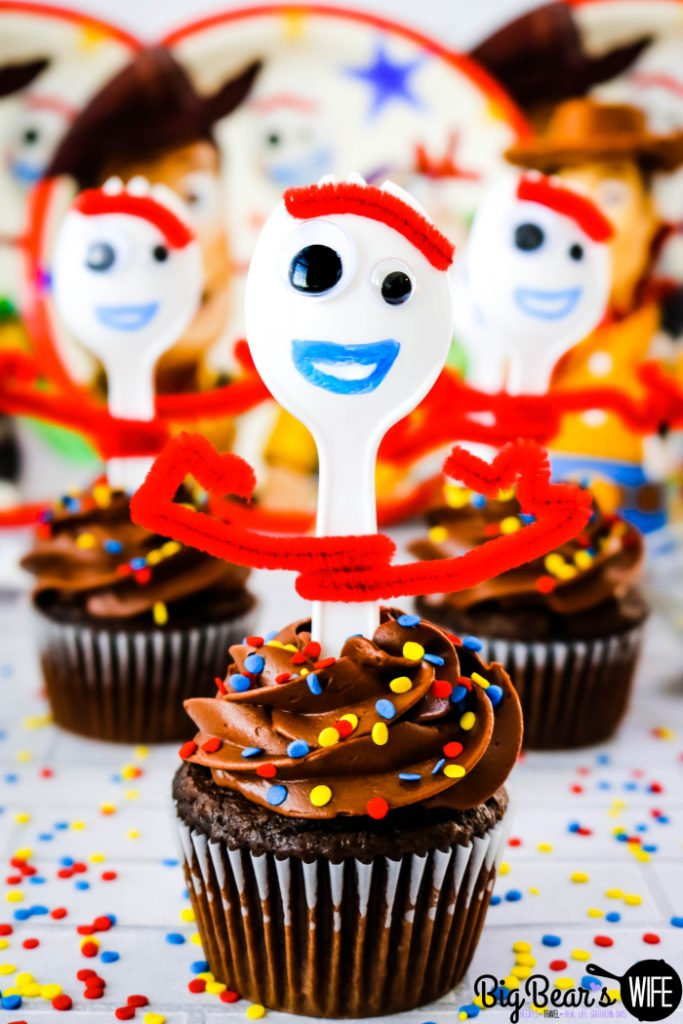 "Toy Story Forky Cupcakes - Toy Story 4 is hitting theaters this week and there is a new toy that's joining Woody, Buzz Lightyear and the gang! These Toy Story Forky Cupcakes celebrate the new toy that's joining the team with an actual DIY ""Forky"" on top!"