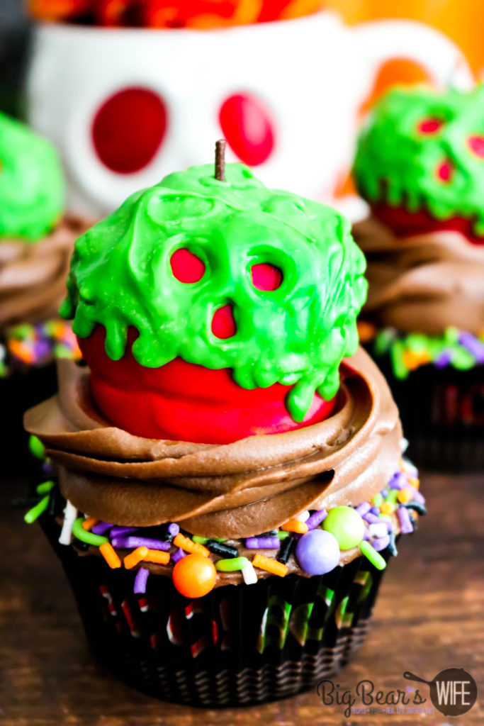 Poison Apple Cupcakes - These wicked Poison Apple Cupcakes won't put your friends or family into a deep sleep but they will put a huge smile on their faces!