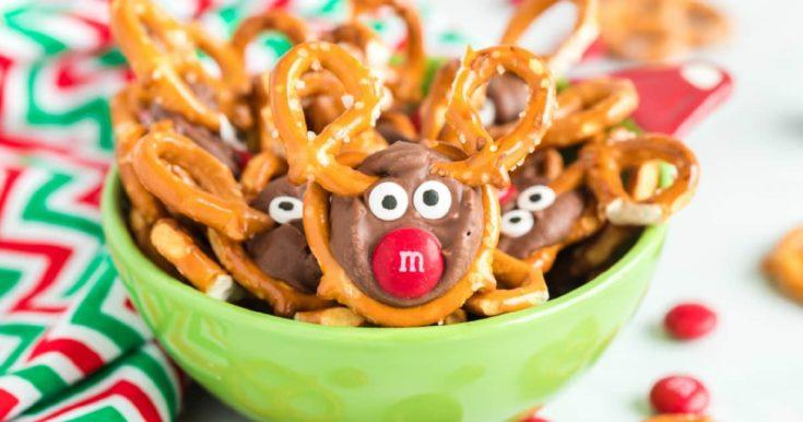 Reindeer Pretzels - Rolos, Pretzels, M&M's & Candy Eyes - SO EASY!