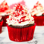 Easy Spooky Blood Splatter Cupcakes #HALLOWEENTREATSWEEK