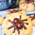 Peanut Butter Spider Cookies #HALLOWEENTREATSWEEK
