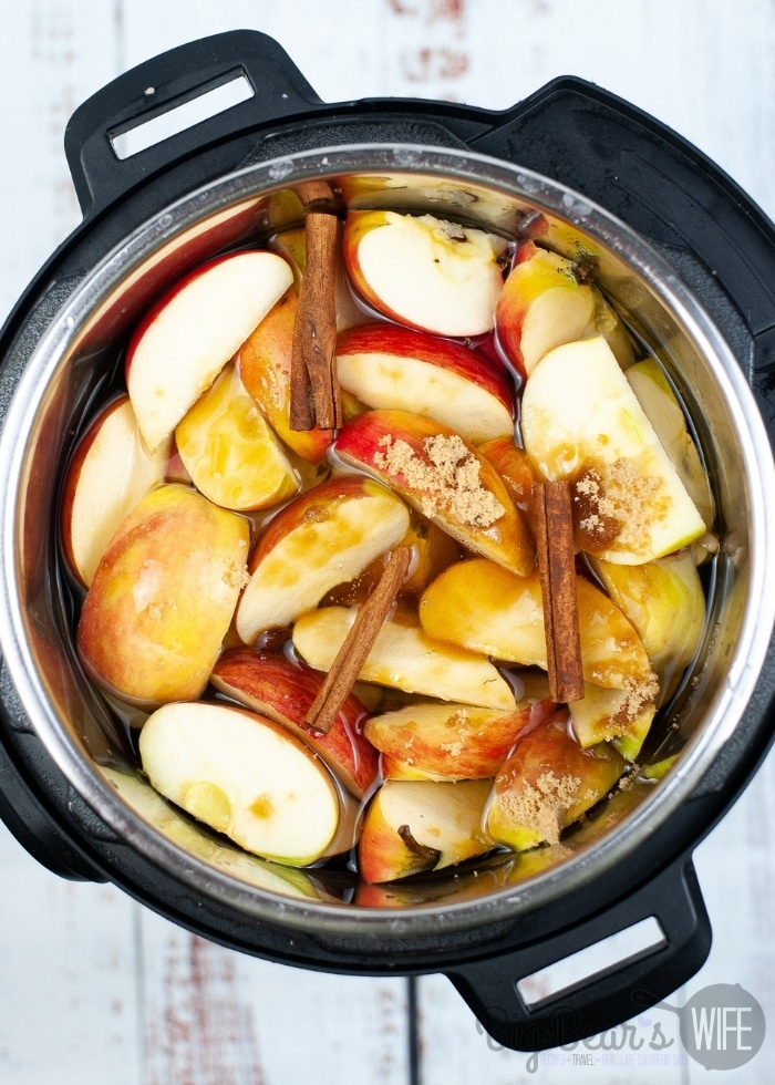 Apples and Cinnamon Sticks in instant pot
